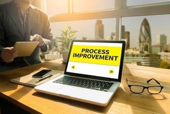 事務業務はもっと効率化できる!ビジネスの成長に適した販売管理はERPで実現