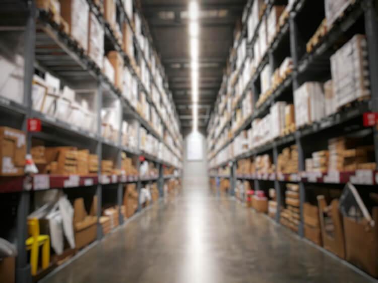 在庫を抱えることによるリスクとは?企業に与えうる影響を解説