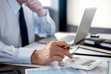 事業承継税制とは?メリット・デメリットを解説