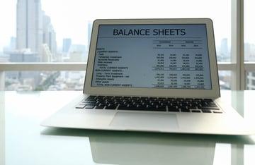英語などの多言語、多通貨に対応できる会計ソフト